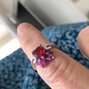 Lovely 925 Silver Ring With A Very Unique Setting